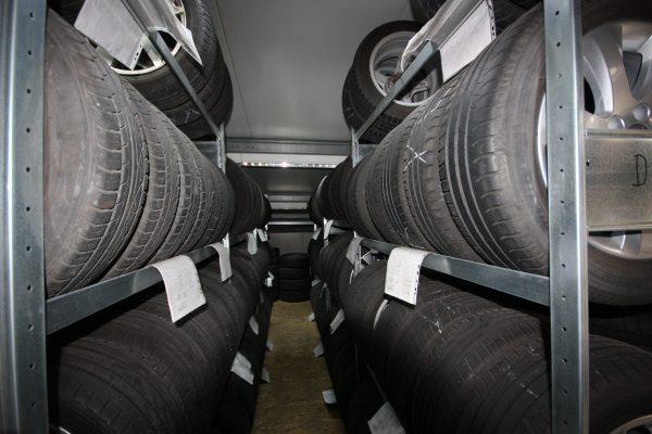 Cossmann Reifenlager